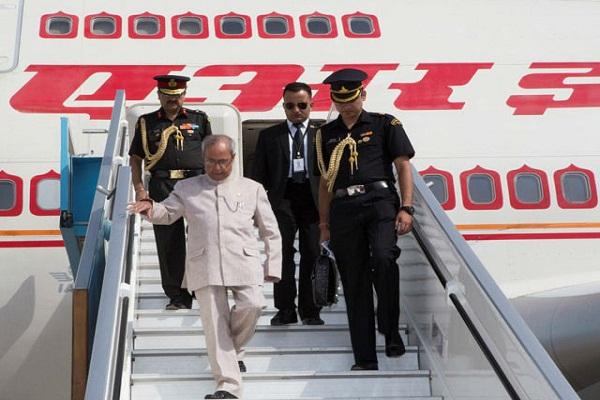 नेपाल पंहुचे राष्ट्रपति प्रणव मुखर्जी, सम्मान में तीन दिन का राष्ट्रीय अवकाश