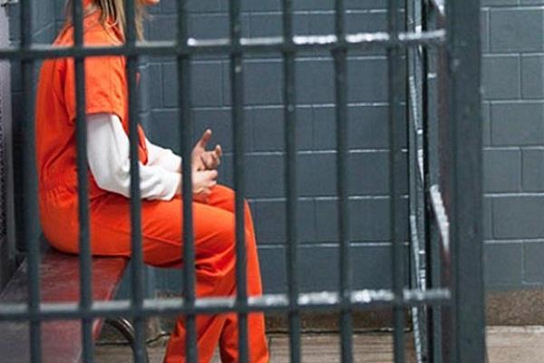 महिला ने आईएसआईएस  के लिए भतेजी को भेजी रकम, जेल