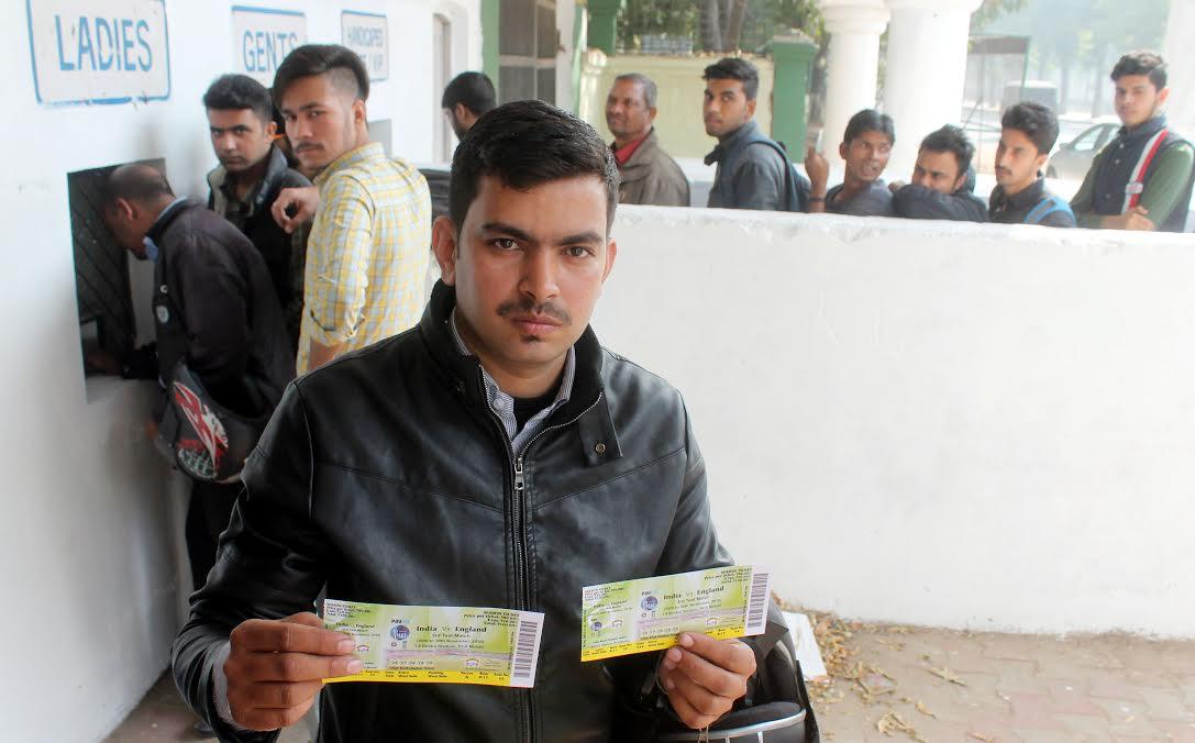 पहले दिन के टेस्ट मैच के टिकटों पर नोटबंदी पड़ी भारी, बिक्री रही फीकी