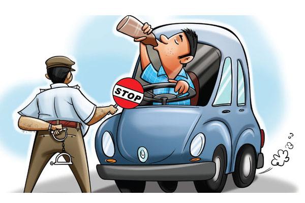 पुलिस के रोकने पर शराबी ने भगाई कार, गिरफ्तार
