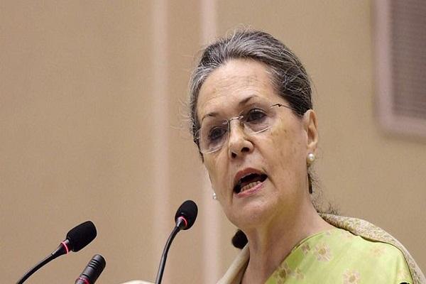 पीएम नरेंद्र मोदी और इंदिरा गांधी की कोई तुलना नहीं: सोनिया