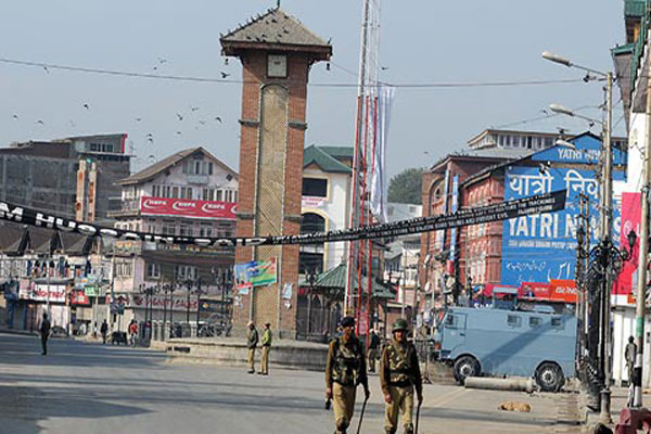 कश्मीर में हड़ताल से जनजीवन प्रभावित