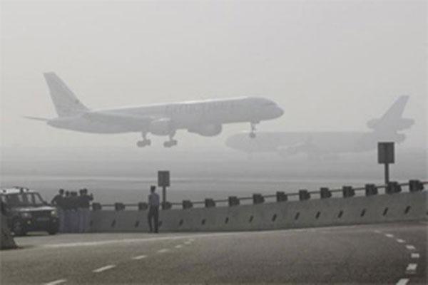 श्रीनगर हवाई अड्डे पर छठे दिन भी विमान सेवा बाधित