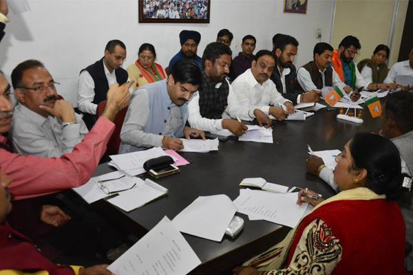 निगम चुनाव: उम्मीदवारों की घोषणा के बाद भाजपा टूट की कगार पर, इस्तीफे का दौर शुरु