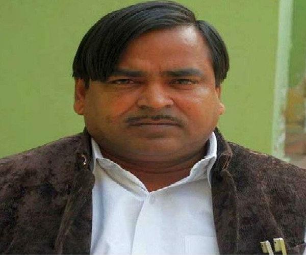 'सपा के मंत्री गायत्री ने अमेठी पर लगाया दाग'