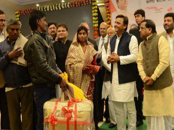 CM ने शहीदों के परिजनों को दी 25-25 लाख रुपए की आर्थिक सहायता