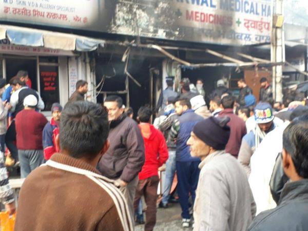 मैडीकल शॉप में लगी आग,लाखों का नुकसान