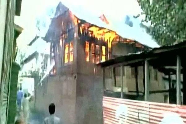 पीडीपी नेता के घर पर हमला, उपद्रवियों ने आग लगाने की कोशिश