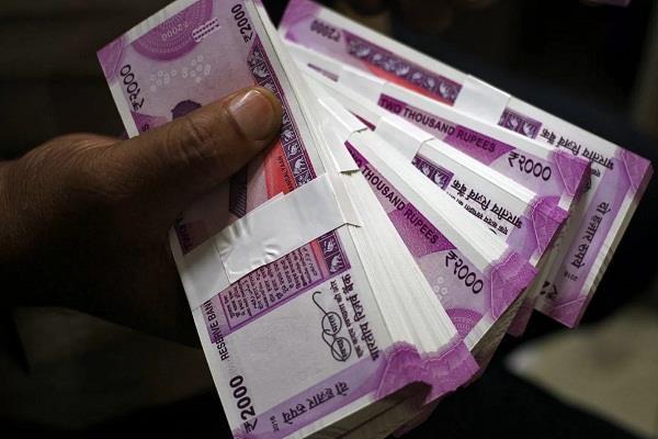 नोटबंदी: SCने सरकार से पूछा, कुछ लोगों के पास लाखों के नए नोट कहां से आ रहे?