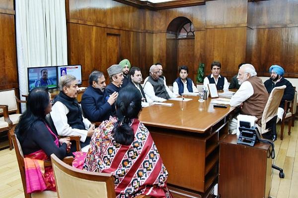 किसानों की समस्याओं को लेकर मिलने पहंचे राहुल से मोदी ने कहा- मिलते रहा करें