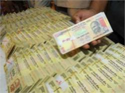 विदेशी पैसेंजर से मिले 500-1000 के पुराने नोट, कीमत जान आप भी रह जाएंगे हैरान