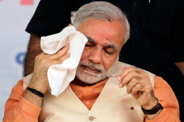 जानिए, 2016 में कब-कब छलके PM मोदी के आंसू
