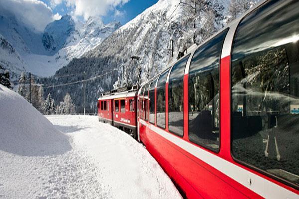 कश्मीर में पटरी पर दौड़ेगी की कांच के छत्त वाली ट्रेन