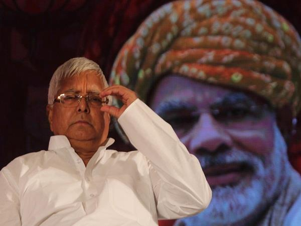 लालू ने मोदी से पूछा, भाजपा के पास से ही क्यों बरामद हो रहा कालाधन?