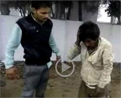 छात्रा को छेडऩा मनचले को पड़ा बहुत महंगा (Watch Video)