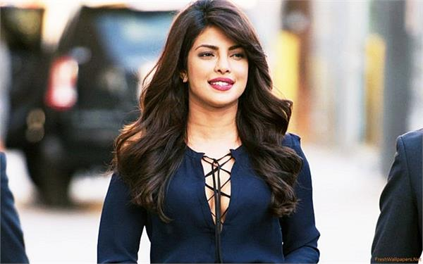 pics  priyanka chopra in golden globe award 2017