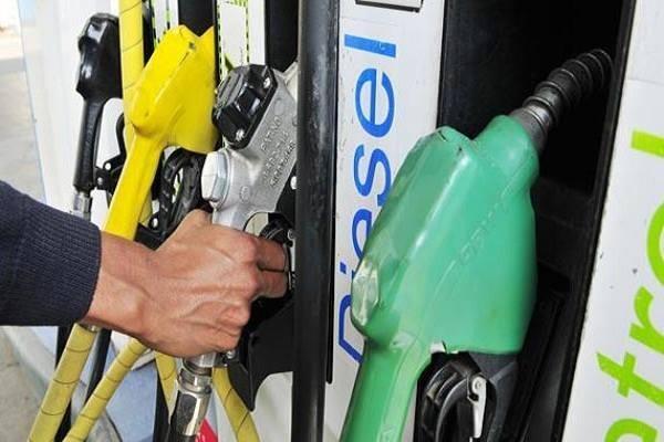 पेट्रोल-डीजल के दाम सवा दो साल के उच्चतम स्तर पर