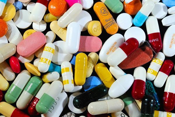 नाकाबंदी में फसा दवाई विक्रेता, नशे के सामान सहित काबू, ले रहा था U-Turn