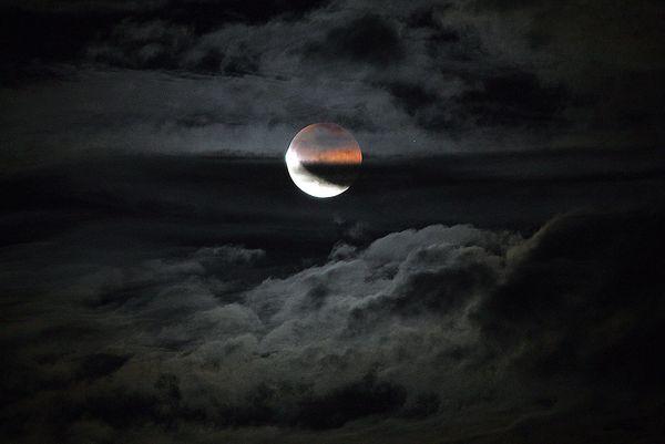 आज रात लगेगा चंद्र ग्रहण राशि अनुसार जानिए, कितना होगा आप पर असर?