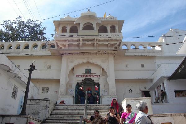 श्रीब्रह्मा का इकलौता मंदिर, सरोवर में डुबकी लगाने पर मिलती है जन्म चक्र से मुक्ति