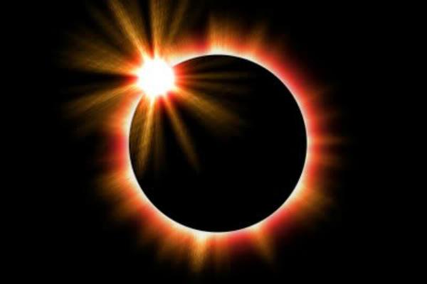 आज लग रहा है चन्द्र ग्रहण, रखें कुछ सावधानियां