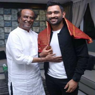फिल्म के प्रमोशन के दौरान सुपरस्टार रजनीकांत से मिले धोनी