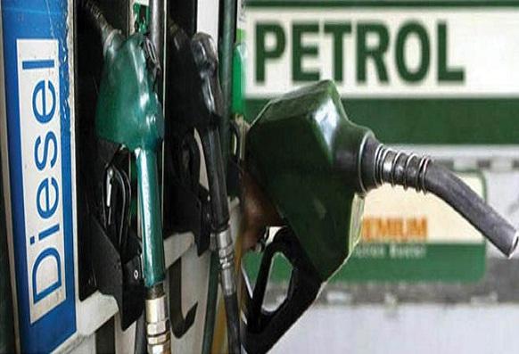 पेट्रोल के बढ़े दाम, डीजल हुआ सस्ता