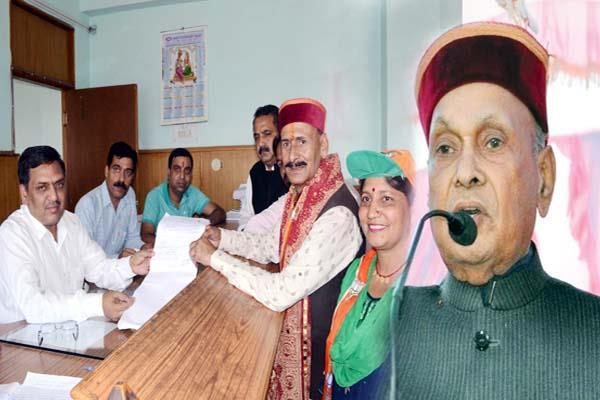 रविन्द्र रवि ने देहरा से भरा नामांकन पत्र, धूमल ने किया शक्ति प्रदर्शन