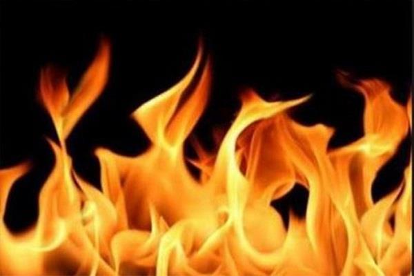 दिल्ली में आग से 80 झुग्गियां खाक