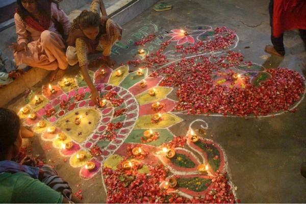 पाकिस्तान में बसे हिन्दू परिवारों ने कुछ इस तरह मनाई दीवाली, देखें तस्वीरें