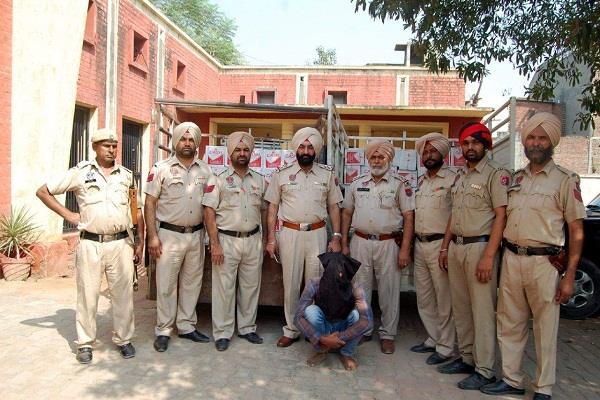 शराब की 106 पेटियों सहित 1 गिरफ्तार