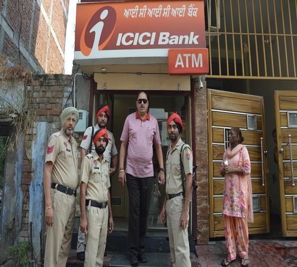 धोबी मोहल्ला में लुटेरों ने ATM को बनाया निशाना
