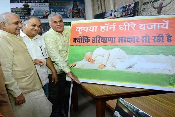 करण दलाल ने प्रदर्शनी लगाकर सरकार पर साधा निशाना, हुड्डा ने भी ली चुटकी