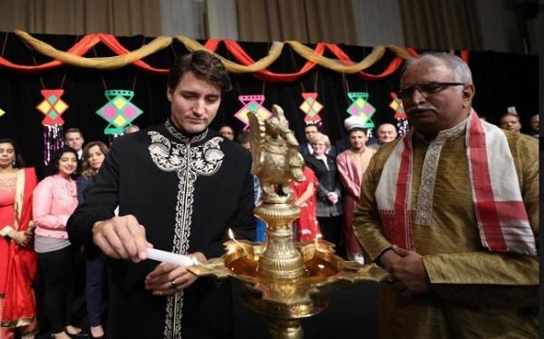 फिर भारतीय रंग में  नजर आए कनाडाई PM , मनाई दीवाली
