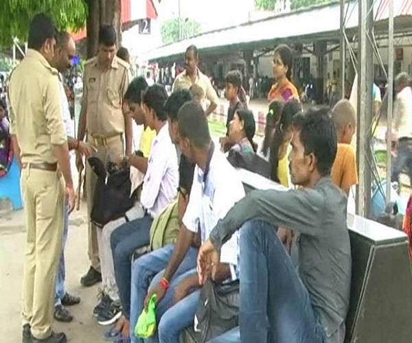 दीपावली पर सुरक्षा के मद्देनजर ट्रेनों और स्टेशनों पर चेकिंग अभियान जारी