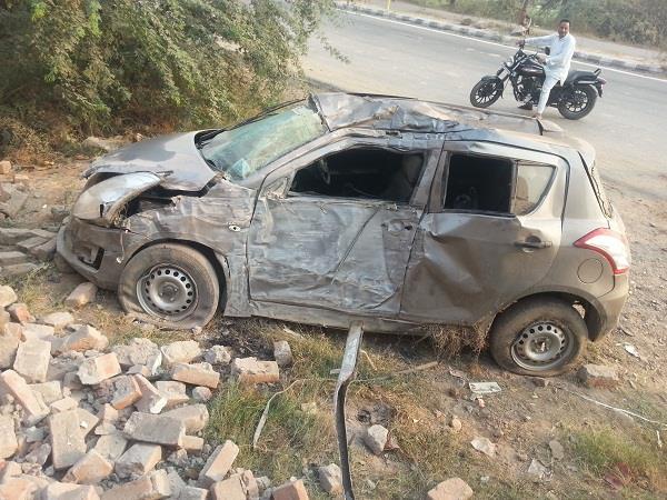 तेज रफ्तार कार दुकान से टकराई, 1 की मौत