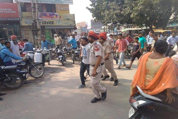 पुलिस को चकमा देकर अस्पताल से हवालाती फरार, पकड़ा