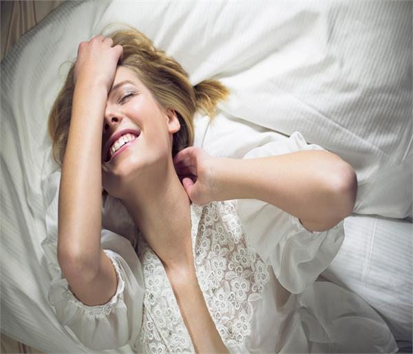 संबंध बनाने से पहले महिलाएं चुपके से करती है ये काम