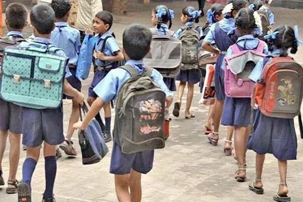 ये है स्वच्छ भारत अभियान की हकीकत, शिक्षक ही अभियान को दिखा रहे हैं ठेंगा