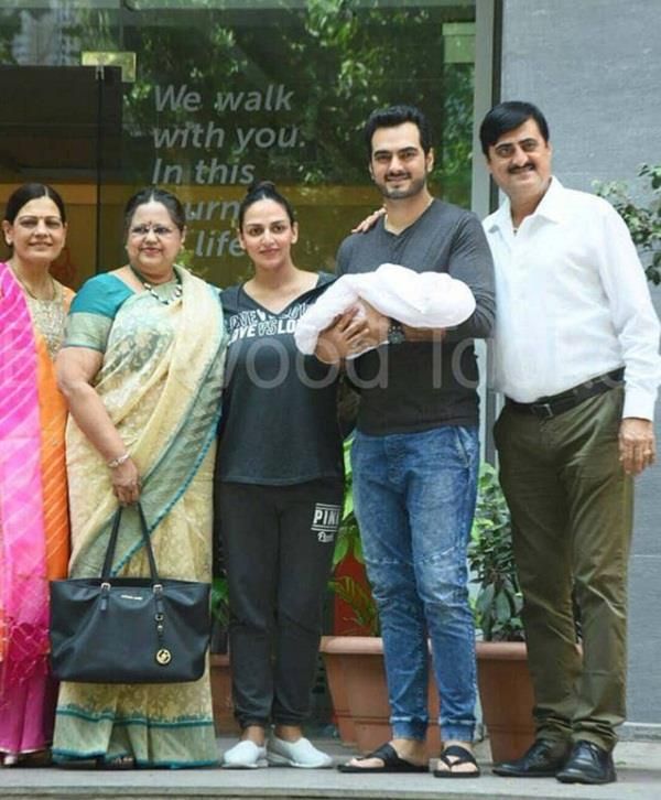esha deol with husband bharat takhtani baby girl going home