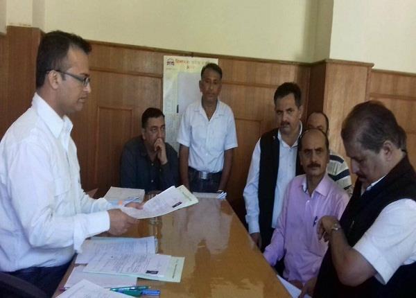 कांग्रेस-बीजेपी की लिस्ट अब तक जारी नहीं, नामांकन भरने पहुंच गए नेता