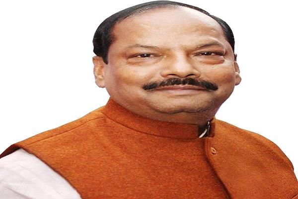 छठ पर्व पर CM पहुंचे कार्यकर्त्ता के घर, ग्रहण किया प्रसाद