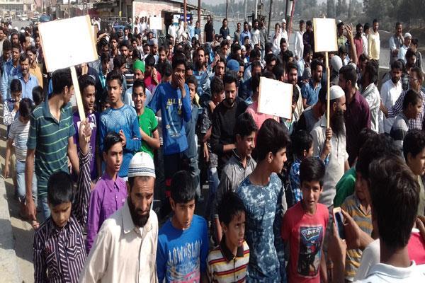 चोटी काटने को लेकर कश्मीर में बबाल, एसएचओ समेत 4 घायल