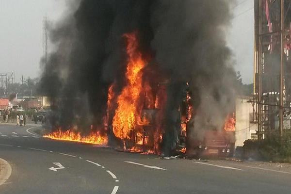 पटना से रांची आ रही बस में लगी आग, कर्मचारियों की सूझबूझ से बची यात्रियों की जान