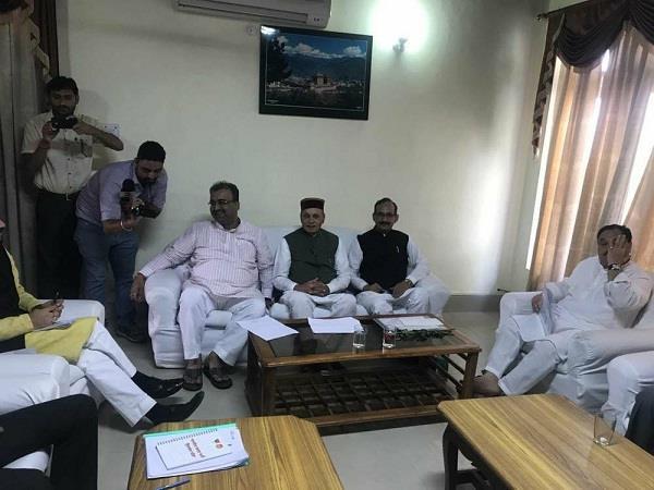 अंदर बीजेपी चुनाव समिति की बैठक, बाहर टिकट के तलबगारों का मेला