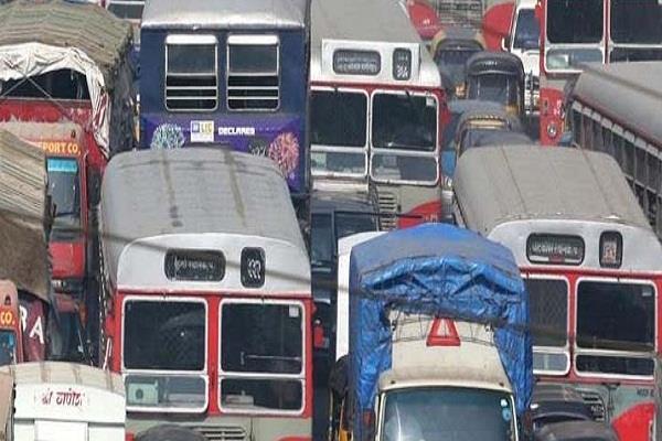 महाराष्ट्र : परिवहन कर्मचारियों की हड़ताल जारी,त्योहार के बीच फंसे यात्री