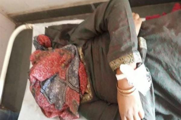 कश्मीर: आतंकियों ने महिलाओं को बनाया निशाना, फायरिंग में 1 की मौत व एक घायल