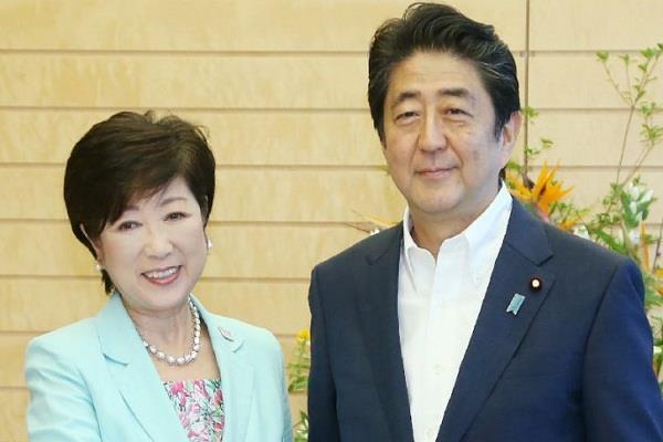 जापान चुनाव में शिंजो आबे दो-तिहाई बहुमत के करीब: ओपिनियन पोल