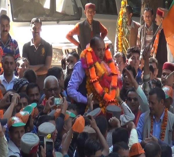 जयराम का कांग्रेस उम्मीदवार चेतराम पर तंज, टिकट तो मिल जाएगा जीतोगे कैसे