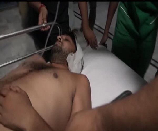 यूपी पुलिस की दबंगईः युवक पर जुआ खेलने का आराेप लगाकर मारी गाेली